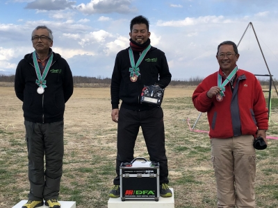 入賞者(左から2位川村選手、優勝の尚人選手、3位宮川)