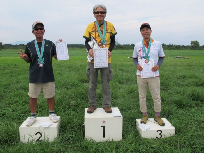 2位の小洞さん、優勝の中村さん、3位の浅野さん