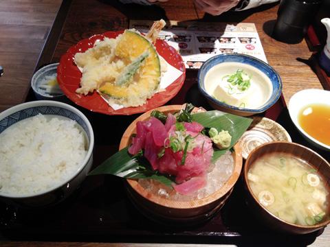 すなおやごはん亭まぐろ中落ち造りと天ぷら定食