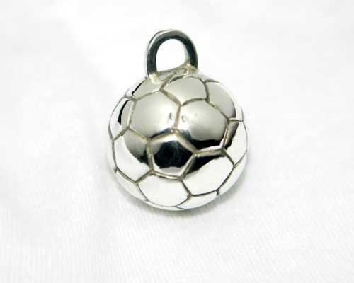 シルバーのサッカーボール