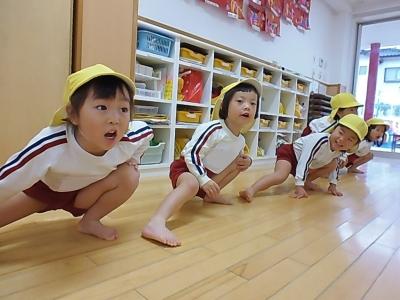13-2 準備体操でしっかり体をほぐすよ!声もしっかりだしています(^^).JPG