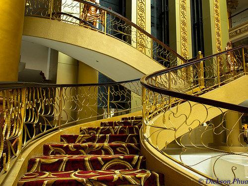 ホテル階段イメージ.jpg