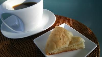 コナコーヒーと塩パン.JPG