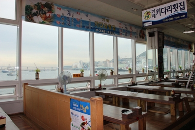 チャガルチ市場2階の食堂.jpg