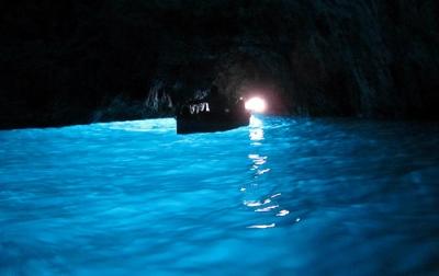 カプリ島の青の洞窟.jpg