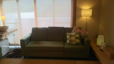 禅の湯部屋のソファ.JPG