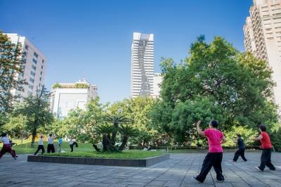 香港公園で太極拳のイメージ.jpg