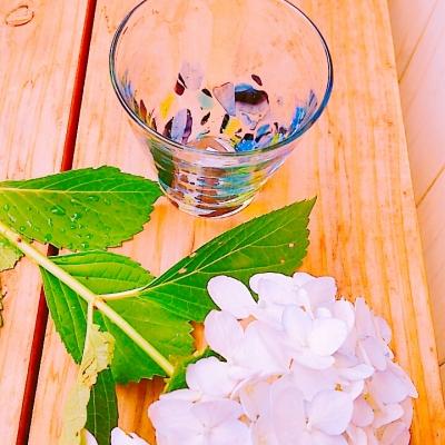 紫陽花と琉球ガラス.jpg