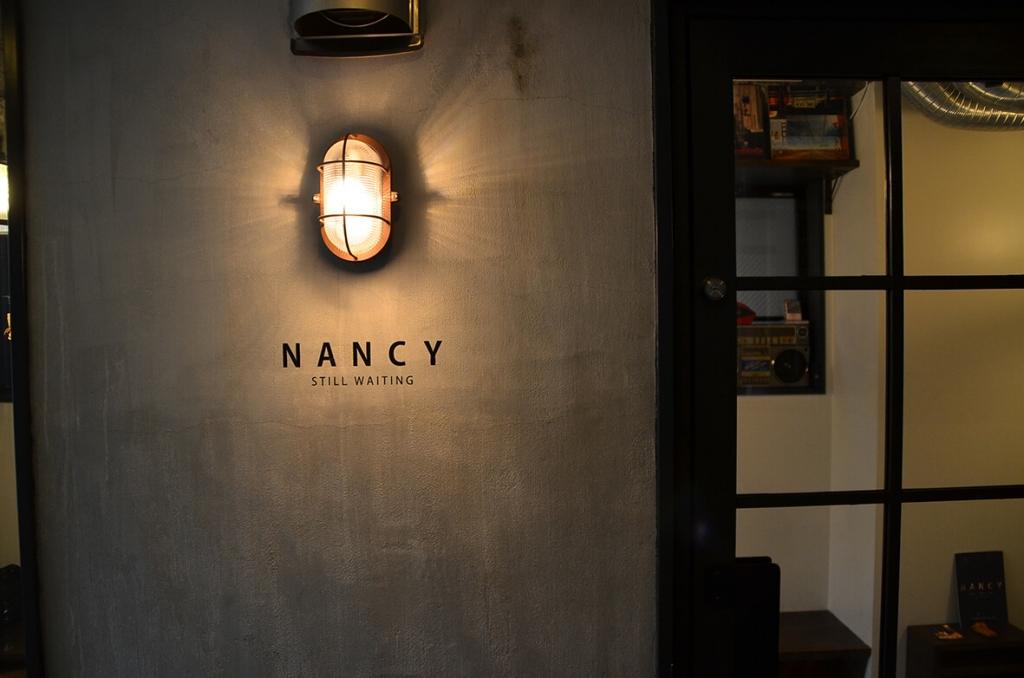 NANCY STILL WAITING 中目黒 シーシャ 看板 デザイン