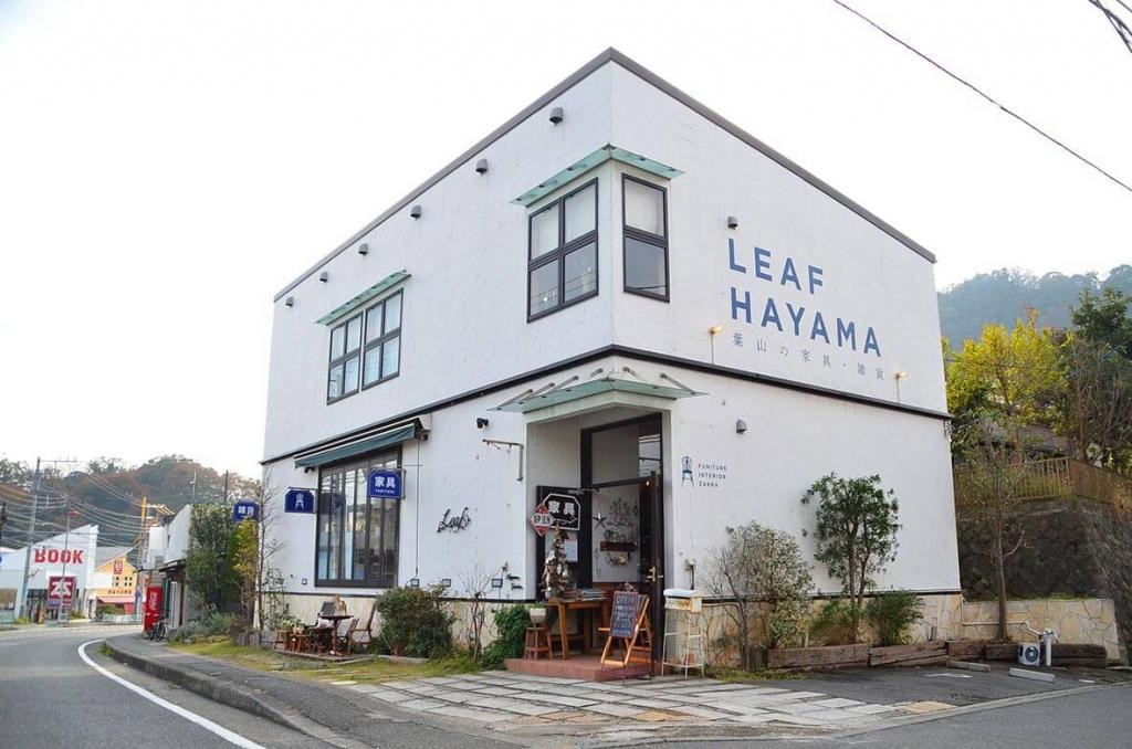 葉山 LEAF インテリア 雑貨 看板 ファサード