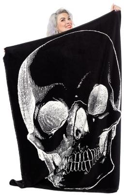 sphw127_skull_blanket_modeled.jpg