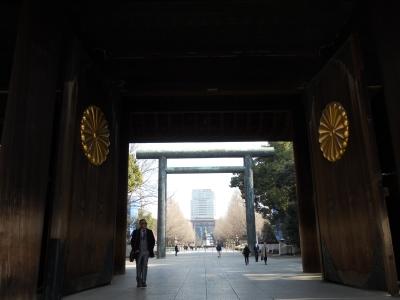 菊の紋章が付いている大門