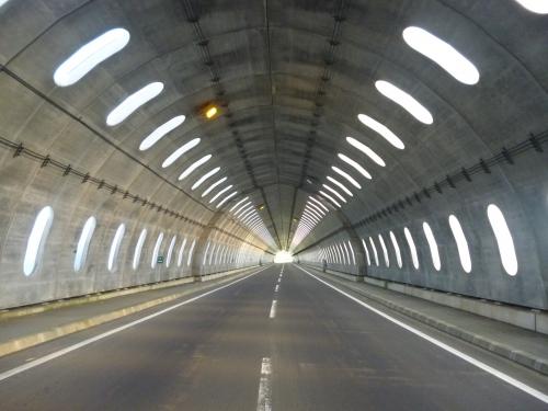 トンネルじゃないんですよ