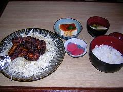 から揚げ、豆腐、ご飯のセット1500円