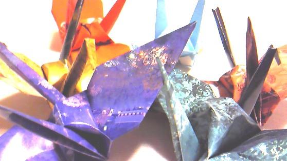 虹色の折り鶴