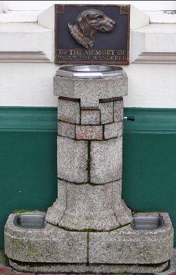 パディの記念碑「人と犬の水飲み場」