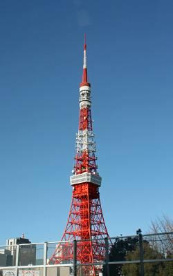 首都高速から望む東京タワー。2008年12月23日に50歳の誕生日を迎えた