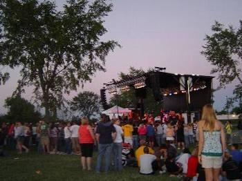 大学主催の野外コンサート
