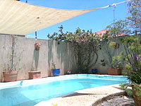 cairns share house pool