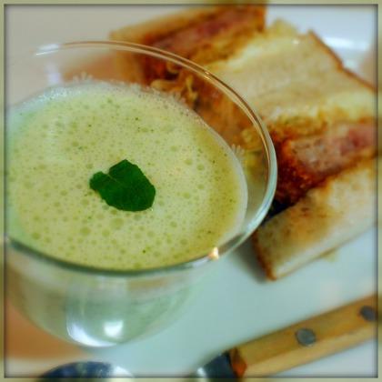 キュウリとミントのヨーグルトスープ