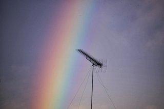 虹とアンテナ