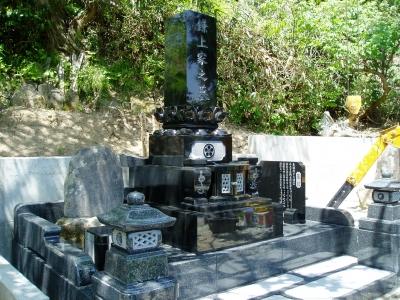 尺2寸上下蓮華墓