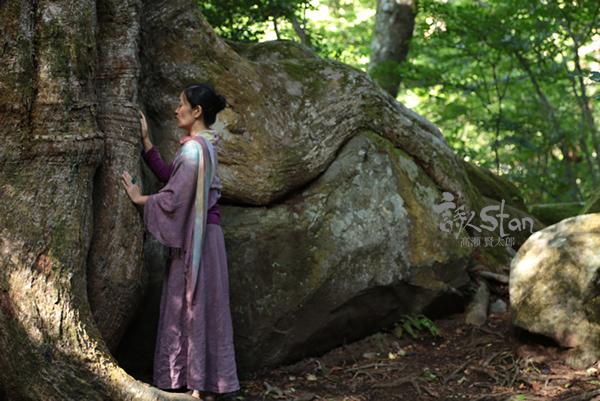 樹と歌う美子2600.jpg