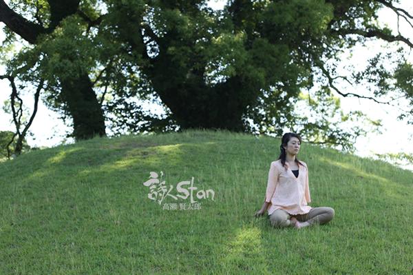みどりさん樹と瞑想600.jpg