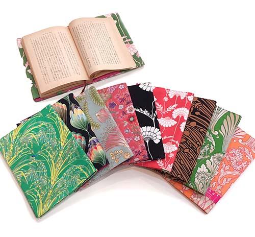 サイズ・色柄も豊富なブックカバーで秋の準備を☆