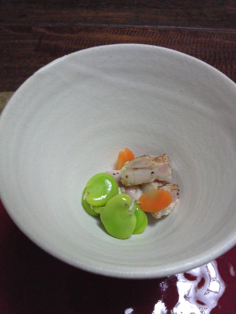 空豆と蒸し鶏の粉山椒かけ