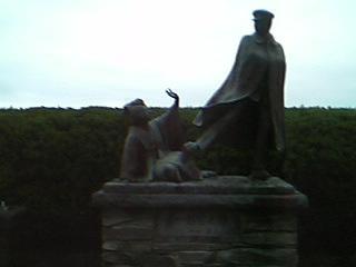 寛一お宮の像1