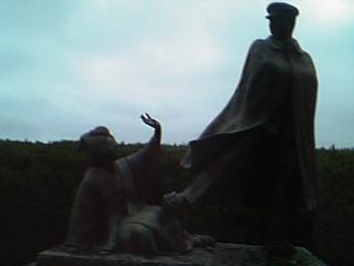 寛一お宮の像2