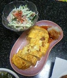 ハムとキュウリのサラダ。そして玉子豆腐?思い切り間違ってる?