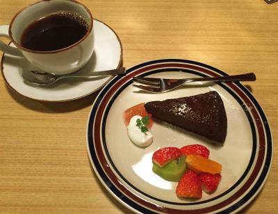 オオカミ珈琲のオオカミブレンドコーヒーとガトーショコラ
