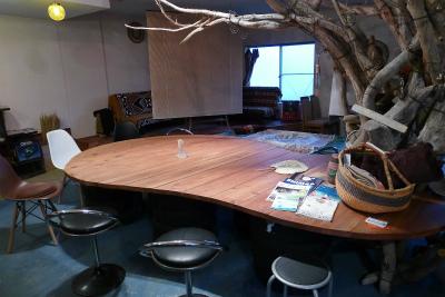 大三島ゲストハウスオハナの1階カフェ