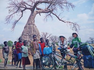 宇都宮一成トモ子タンデム自転車88ヶ国世界一周の写真