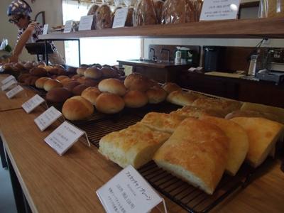 パン屋まるまどのパン