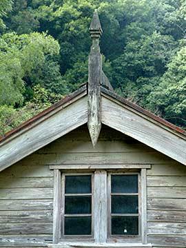鮎帰発電所 屋根飾り