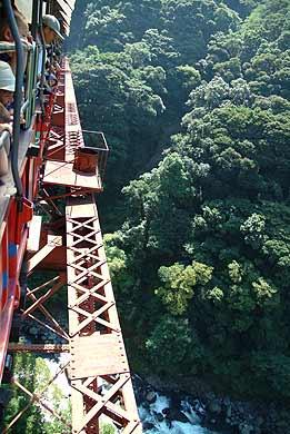 第一白川橋梁 橋の上から谷底を覗く