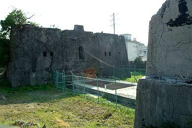 万田坑第一竪抗櫓の基礎と竪抗の穴