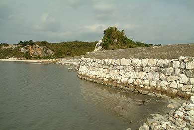 島の北側の石垣
