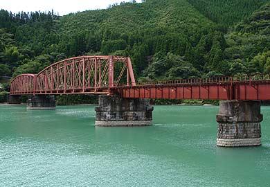 球磨川第一橋梁を対岸から