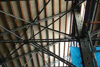 旧三菱重工熊本航空機製作所 組立工場天井付近の鉄骨