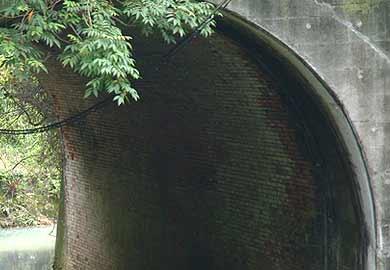 轟川橋梁 内部