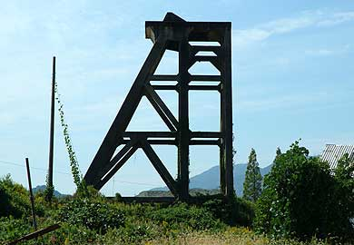 三菱古賀山炭鉱 竪坑櫓 東から見る
