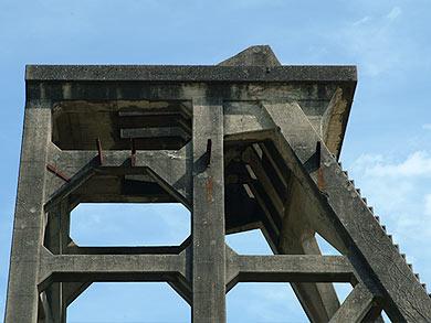 三菱古賀山炭鉱 竪坑櫓 上部の様子