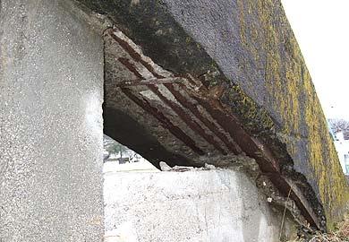 姫井橋のコンクリート剥離部分