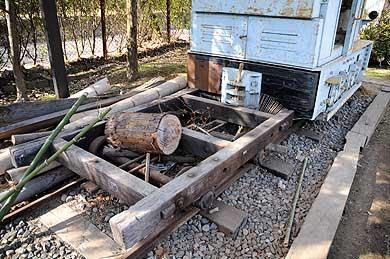 監物台樹木園に保存される森林鉄道の木製台車