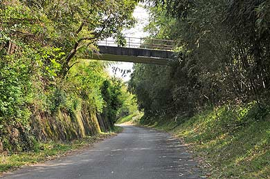 今も残る跨線橋