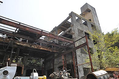 三菱古賀山炭鉱 施設跡のビルにはエレベーターがあった